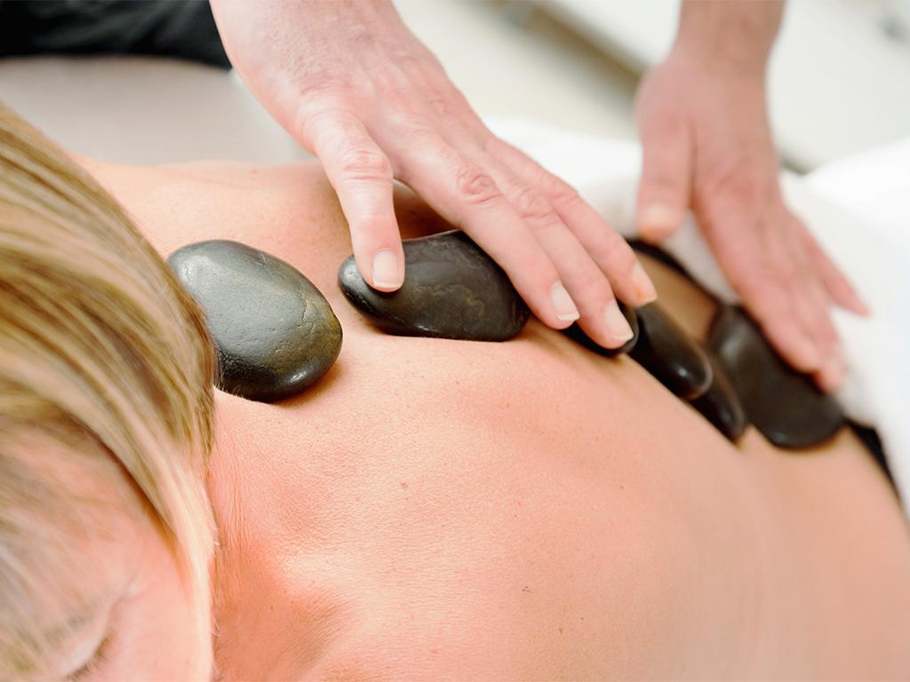 Bild zu Hot-Stone-Massage